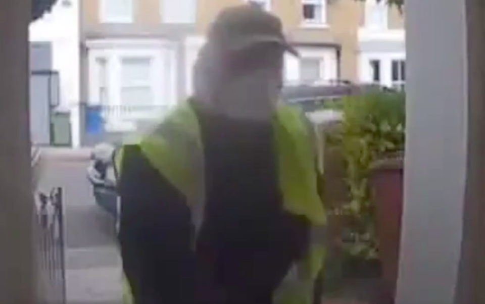 Vicente Forde disguised himself as a delivery driver. (Metropolitan Police)