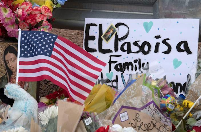 A makeshift memorial outside an El Paso, Texas, Walmart store where a shooting left 22 people dead. (Photo: Mark Ralston/AFP/Getty Images)