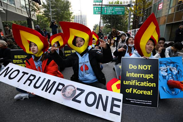 <p>Demonstrators attend a protest ahead of President Donald Trump's visit near the U.S. Embassy in Seoul, South Korea, on Saturday, Nov. 4, 2017. (Photo: Seong Joon Cho/Bloomberg via Getty Images) </p>