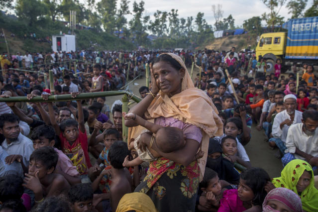 A Rohingya Muslim woman who crossed over from Myanmar into Bangladesh waits to receive aid near Balukhali refugee camp, Sept. 25, 2017. (Photo: Dar Yasin/AP)