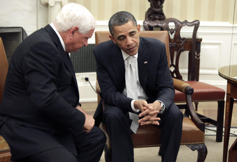 President Barack Obama meets with Panamanian President Ricardo Martinelli in the Oval Office of the White House in Washington, Thursday, April 28, 2011. (AP Photo/Carolyn Kaster)