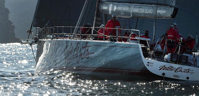 The super maxi racing yacht Wild Oats XI battles the light winds at the start of the 384-nautical mile Sydney to Gold Coast yacht race, in Sydney on July 26, 2014 (AFP Photo/William West)