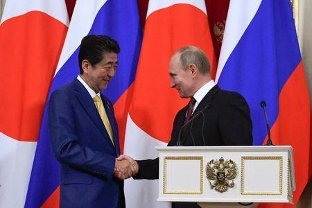Russian President Vladimir Putin (R) and Japanese Prime Minister Shinzo Abe shake hands while making a joint statement following their meeting at the Kremlin in Moscow, Russia January 22, 2019. Alexander Nemenov/Pool via REUTERS