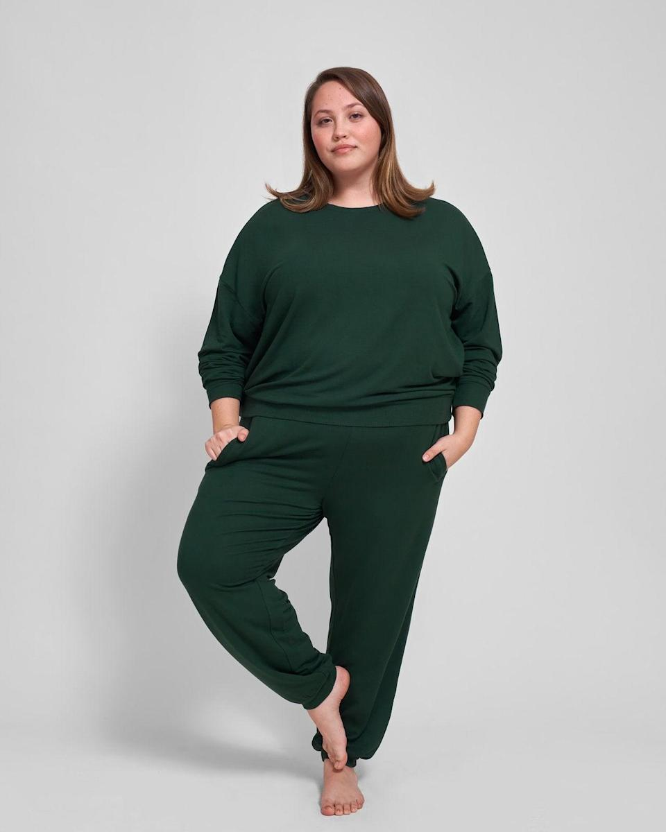 "<br> <br> <strong>Universal Standard</strong> Bridget Jogger - Forest Green, $, available at <a href=""https://go.skimresources.com/?id=30283X879131&url=https%3A%2F%2Fwww.universalstandard.com%2Fproducts%2Fbridget-jogger-forest-green%3F"" rel=""nofollow noopener"" target=""_blank"" data-ylk=""slk:Universal Standard"" class=""link rapid-noclick-resp"">Universal Standard</a> <br> <br> <strong>Universal Standard</strong> Lauren Core Sweatshirt - Forest Green, $, available at <a href=""https://go.skimresources.com/?id=30283X879131&url=https%3A%2F%2Fwww.universalstandard.com%2Fproducts%2Flauren-core-sweatshirt-forest-green"" rel=""nofollow noopener"" target=""_blank"" data-ylk=""slk:Universal Standard"" class=""link rapid-noclick-resp"">Universal Standard</a>"