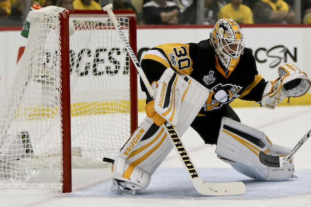 """<a class=""""link rapid-noclick-resp"""" href=""""/nhl/teams/pit/"""" data-ylk=""""slk:Pittsburgh Penguins"""">Pittsburgh Penguins</a> goalie <a class=""""link rapid-noclick-resp"""" href=""""/nhl/players/5774/"""" data-ylk=""""slk:Matt Murray"""">Matt Murray</a> (30) plays against the <a class=""""link rapid-noclick-resp"""" href=""""/nhl/teams/nas/"""" data-ylk=""""slk:Nashville Predators"""">Nashville Predators</a> in game 2 of the NHL Stanley Cup Finals hockey game, Wednesday, May 31, 2017, in Pittsburgh. (AP Photo/Keith Srakocic)"""