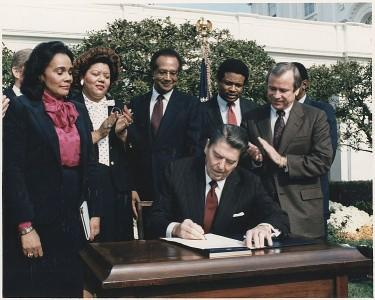 751px-Photograph_of_President_Reagan_and_the_Signing_Ceremony_for_Martin_Luther_King_Holiday_Legislation