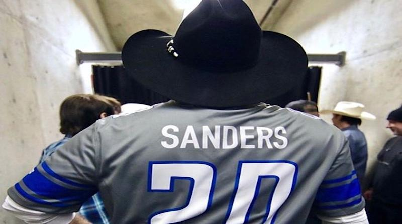 Garth Brooks elicits wrath of Trump supporters after wearing Barry Sanders jersey