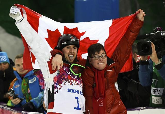 Winner Canada's Alex Bilodeau (L) and his brother Frederic celebrate after the men's freestyle skiing moguls finals at the 2014 Sochi Winter Olympic Games in Rosa Khutor, February 10, 2014. REUTERS/Dylan Martinez (RUSSIA - Tags: SPORT OLYMPICS SPORT SKIING TPX IMAGES OF THE DAY)