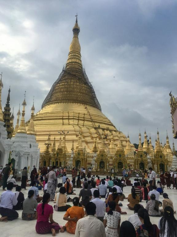 Hundreds in Yangon visited the famed Shwedagon Pagoda to pray for the Buddhist New Year