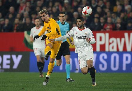 Soccer Football - Spanish King's Cup - Quarter Final Second Leg - Sevilla vs Atletico Madrid - Ramon Sanchez Pizjuan, Seville, Spain - January 23, 2018 Atletico Madrid's Antoine Griezmann scores their first goal REUTERS/Jon Nazca