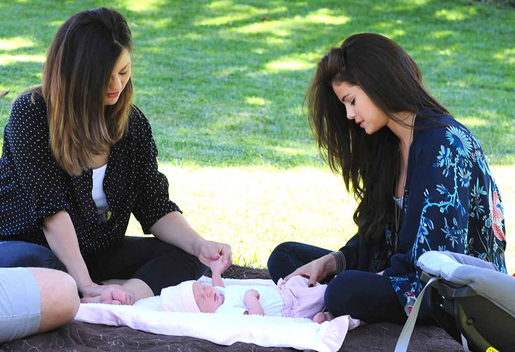 New big sister Selena Gomez hung out with her mom and newborn sister Gracie Elliot during a lunch break on a shoot for her Dream Out Loud Clothing line last week when the baby was just a week old! (6/19/2013)