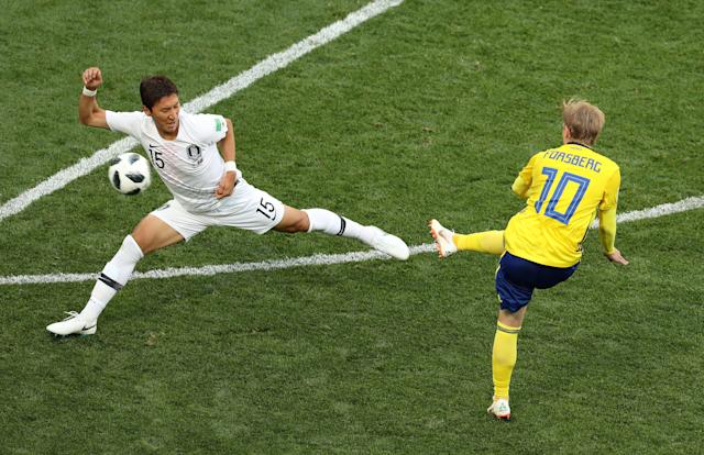 Soccer Football - World Cup - Group F - Sweden vs South Korea - Nizhny Novgorod Stadium, Nizhny Novgorod, Russia - June 18, 2018 Sweden's Emil Forsberg in action with South Korea's Jung Woo-young REUTERS/Lucy Nicholson