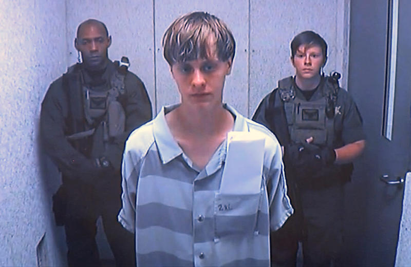 Accused Charleston gunman asks judge to reinstate defense team