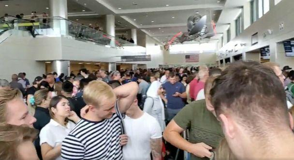 PHOTO: The customs line at Dulles International Airport is seen here. (@Tony_Luke87/Twitter)