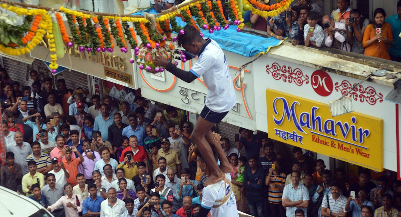 <p>Govindas take a part in 'Dahi Handi' celebration on the occasion of Janmashtami. </p>