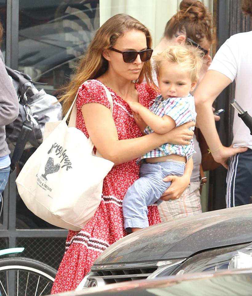 Natalie Portman had her hands full as she carried her son, Aleph, out of a Venice, California, restaurant after lunch with friends. (8/17/2013)