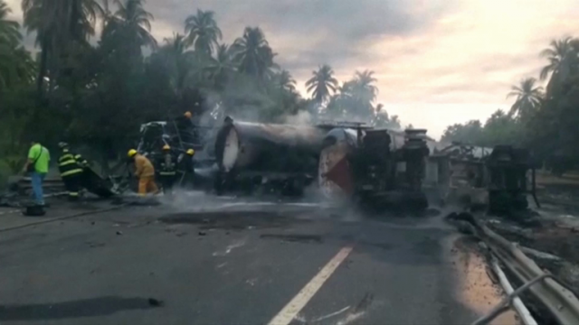 29-people-die-after-gasoline-tanker-explodes-on-colliding-with-bus-in-mexico
