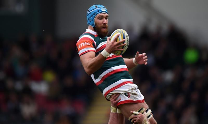 Graham Kitchener of Leicester Tigers gathers the ball in the line out during the Aviva Premiership match against Worcester Warriors.