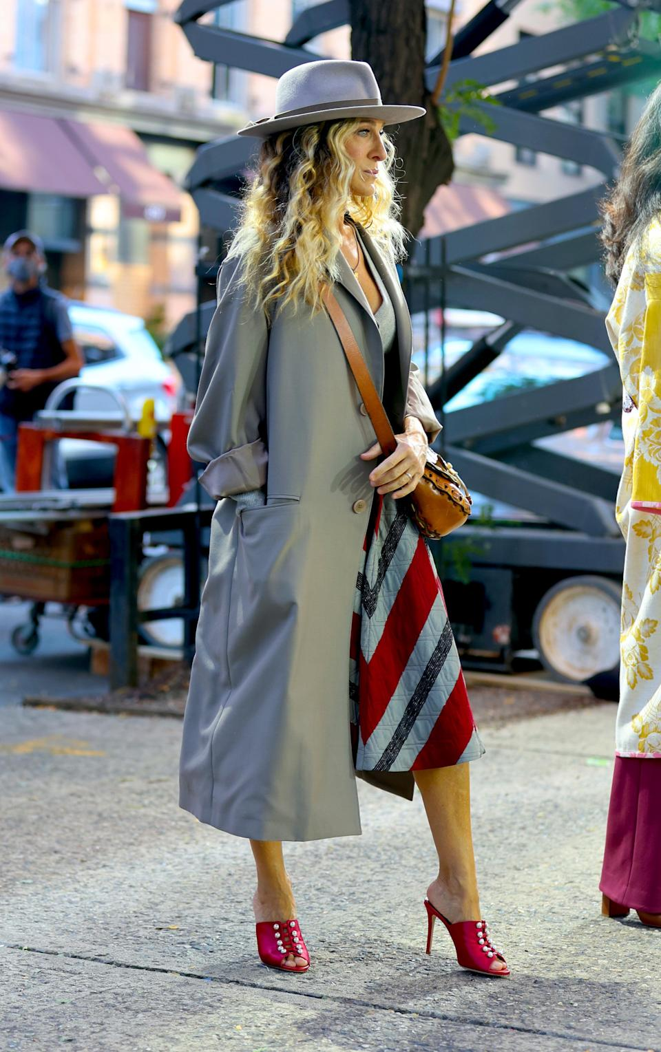 """Sarah Jessica Parker and Sarita Choudhury film """"And Just Like That…"""" in New York City. - Credit: Jose Perez/Bauergriffin.com / MEGA"""