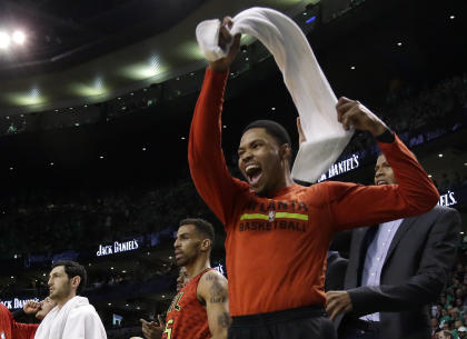 Kent Bazemore is staying with the Hawks. (AP)