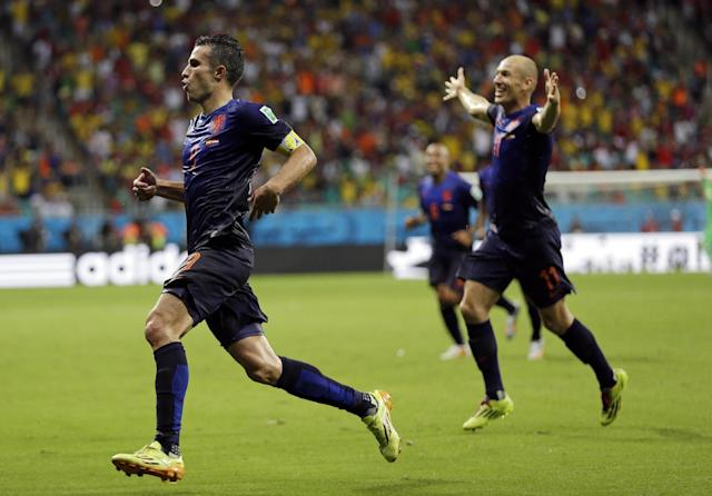 Netherlands' Robin van Persie celebrates with teammate Arjen Robben, right, after his scoring his side's fourth goal during the second half of the group B World Cup soccer match between Spain and the Netherlands at the Arena Ponte Nova in Salvador, Brazil, Friday, June 13, 2014. (AP Photo/Natacha Pisarenko)