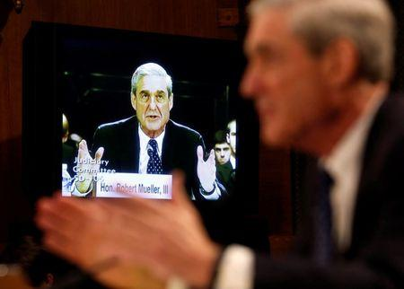 FILE PHOTO: Robert Mueller (R) , serving as Federal Bureau of Investigation director, is seen on a TV monitor at the U.S. Senate Judiciary Committee at an oversight hearing about the FBI on Capitol Hill in Washington, June 19, 2013. REUTERS/Larry Downing/File Photo