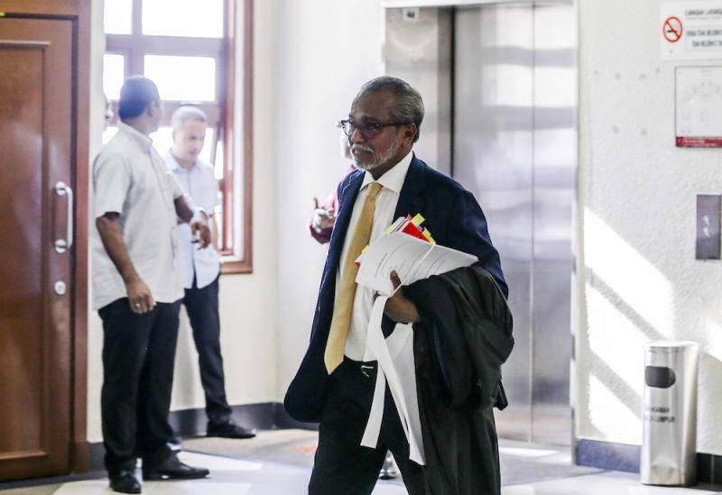 Tan Sri Muhammad Shafee Abdullah arrives at the Kuala Lumpur Court Complex April 22, 2019. — Picture by Firdaus Latif