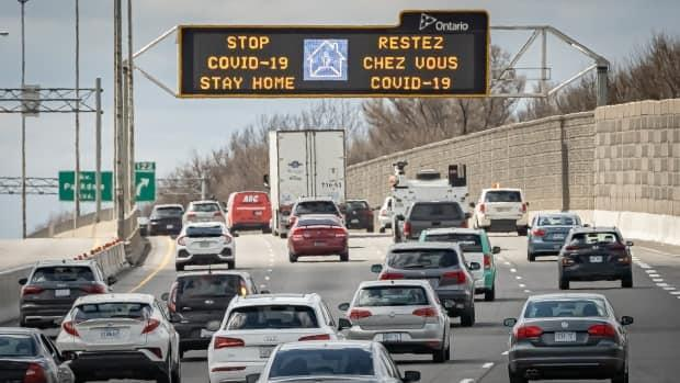 A digital sign over Ottawa's Highway 417 asks people to stay home on April 12, 2021. (Brian Morris/CBC - image credit)