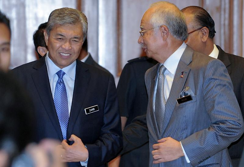 Malaysia's Prime Minister Najib Razak (R) chats with his newly-appointed Deputy Prime Minister Ahmad Zahid Hamidi (L) at the premier's office in Putrajaya on July 28, 2015 (AFP Photo/Mohd Rasfan)