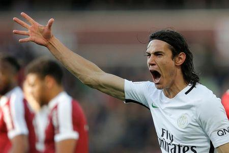 Top scorer Cavani extends PSG contract to 2020