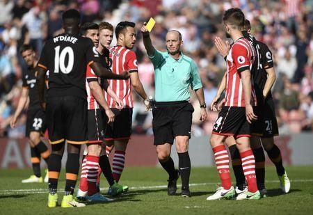 Britain Football Soccer - Southampton v Hull City - Premier League - St Mary's Stadium - 29/4/17 Hull City's Alfred N'Diaye is shown a yellow card by the referee Mike Dean Action Images via Reuters / Tony O'Brien Livepic