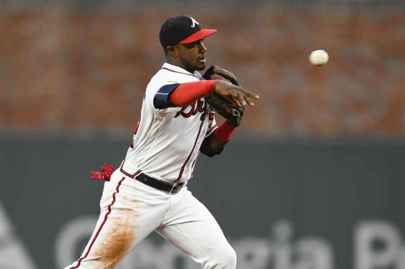 Hechavarría stays with Braves for $1 million, 1-year deal