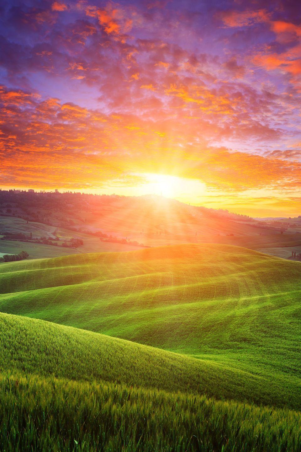 <p>Daybreak over the rolling hills of Tuscany is a sight to behold. </p>