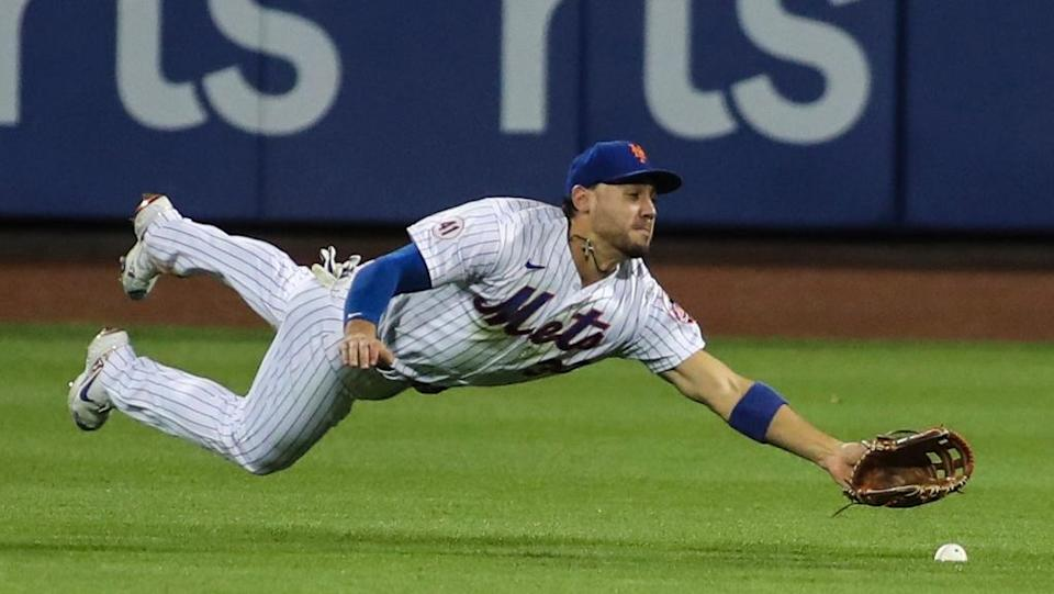 Michael Conforto comes up short on a dive attempt in right field at Citi Field August 2021