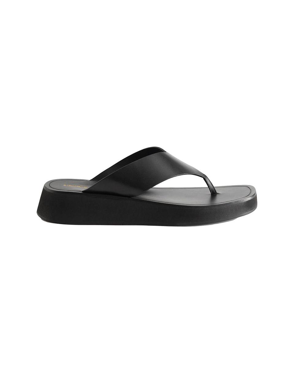 """<p>& Other Stories Leather Thong Sandals – £85.00</p><p><a class=""""link rapid-noclick-resp"""" href=""""https://go.redirectingat.com?id=127X1599956&url=https%3A%2F%2Fwww.stories.com%2Fen_gbp%2Fshoes%2Fflats%2Fproduct.leather-thong-strap-sandals-black.0935255001.html&sref=https%3A%2F%2Fwww.elle.com%2Fuk%2Ffashion%2Fwhat-to-wear%2Farticles%2Fg31862%2Fthe-10-items-you-need-in-your-capsule-holiday-wardrobe%2F"""" rel=""""nofollow noopener"""" target=""""_blank"""" data-ylk=""""slk:SHOP NOW"""">SHOP NOW</a></p><p>If you're limiting yourself to one pair of <a href=""""https://www.elle.com/uk/fashion/what-to-wear/articles/g30458/best-sandals-to-buy-now/"""" rel=""""nofollow noopener"""" target=""""_blank"""" data-ylk=""""slk:shoes"""" class=""""link rapid-noclick-resp"""">shoes</a> for that holiday capsule wardrobe flex, choose wisely. Leather thong sandal are still going strong for summer 2021: & Other Stories' are a dead ringer for The Row's cult Ginza design (which is always sold out everywhere, anyway), but just that bit more affordable. The platform sole adds height while still feeling comfortable enough to walk in, making this pair perfect for both daytime and evening looks.</p>"""