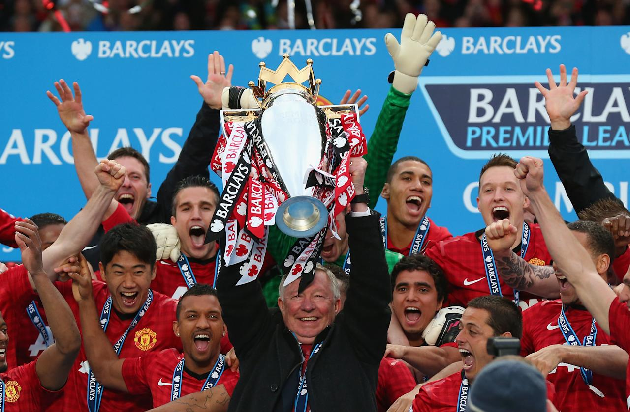 MANCHESTER, ENGLAND - MAY 12:  Manchester United Manager Sir Alex Ferguson lifts the Premier League trophy following the Barclays Premier League match between Manchester United and Swansea City at Old Trafford on May 12, 2013 in Manchester, England.  (Photo by Alex Livesey/Getty Images)