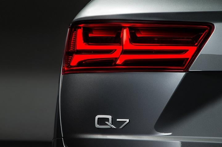 2017 Audi Q7 rear badge photo