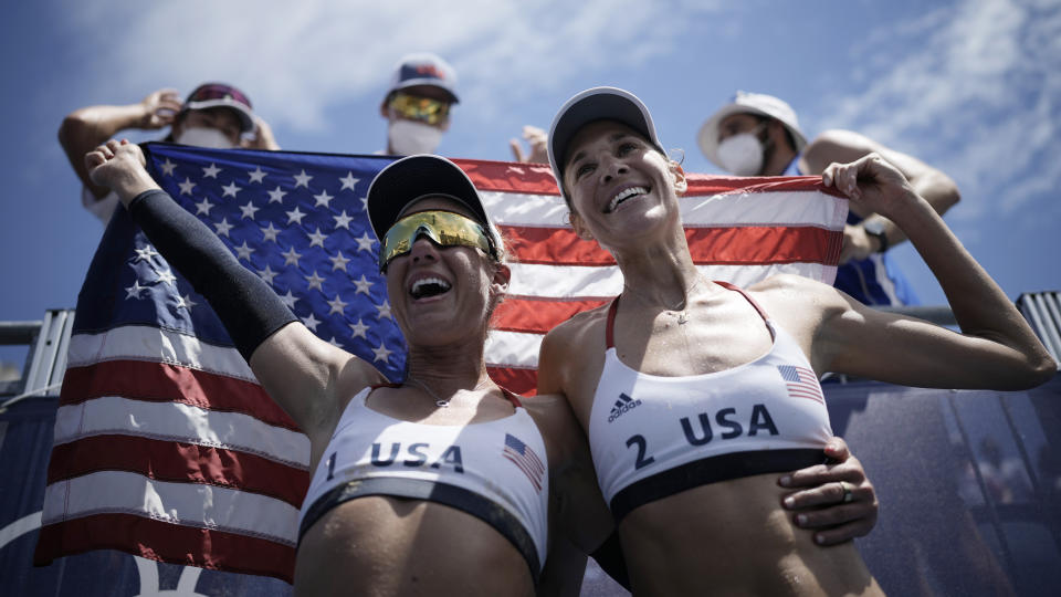 April Ross, left, Alix Klineman came together to win Olympic beach volleyball gold in Tokyo. (AP Photo/Felipe Dana)
