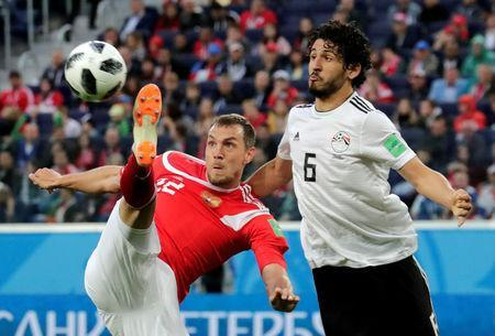 Soccer Football - World Cup - Group A - Russia vs Egypt - Saint Petersburg Stadium, Saint Petersburg, Russia - June 19, 2018 Russia's Artem Dzyuba in action with Egypt's Ahmed Hegazi REUTERS/Henry Romero