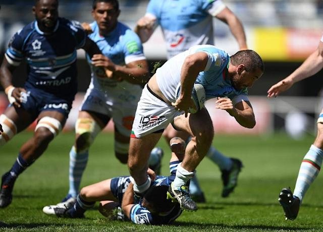 Bayonne's French scrumhalf Bastien Duhalde (R) runs with the ball during the French Top 14 rugby union match between Montpellier and Bayonne on April 16 , 2017 at the Altrad stadium in Montpellier, southern France (AFP Photo/PASCAL GUYOT)