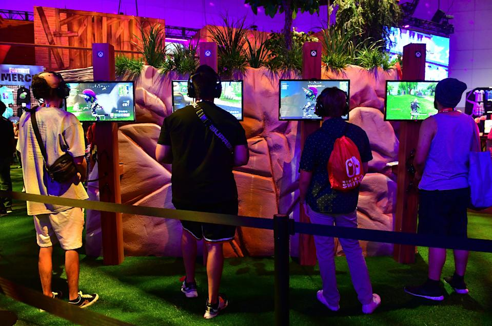 Gaming fans play the game 'Fortnite' at the 24th Electronic Expo, or E3 2018 in Los Angeles, California on June 13, 2018. (Photo: FREDERIC J. BROWN/AFP/Getty Images)