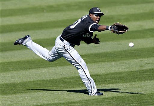 Chicago White Sox center fielder Alejandro de Aza can't catch a double hit by San Francisco Giants' Cole Gillespie during the second inning of a spring training baseball game, Monday, Feb. 25, 2013, in Scottsdale, Ariz. (AP Photo/Matt York)