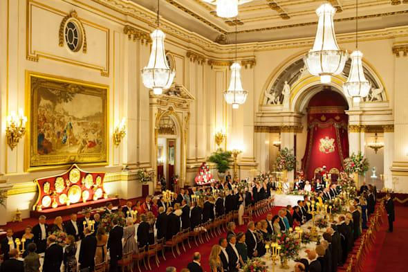 Queen to play Mexican love song to president of Mexico at Buckingham Palace banquet