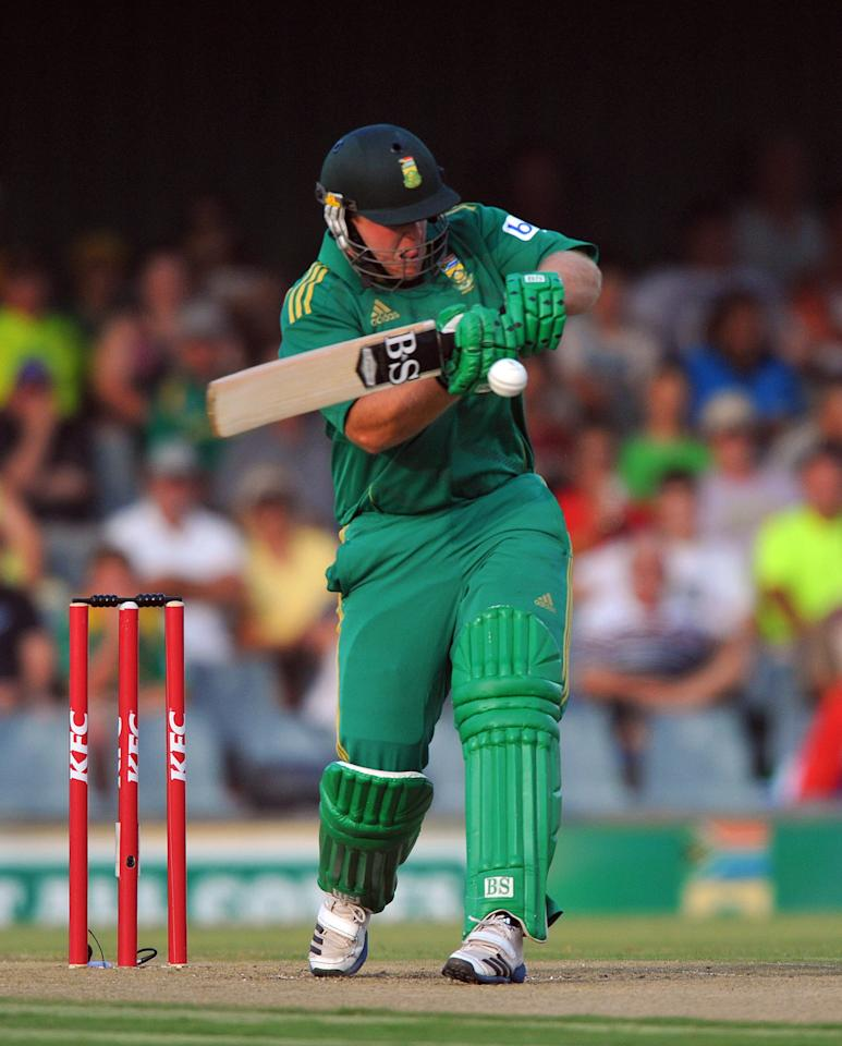EAST LONDON, SOUTH AFRICA - DECEMBER 23:   Richard Levi of South Africa pulls a delivery during the 2nd T20 match between South Africa and New Zealand at Buffalo Park on December 23, 2012 in East London, South Africa.  (Photo by Duif du Toit/Gallo Images/Getty Images)