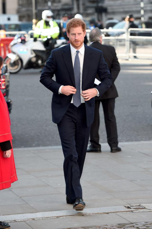 <p>Perfectly cut navy suit, grey tie, black shoes. What else does a man need? A throne, obviously. But yeah: nice look.</p>