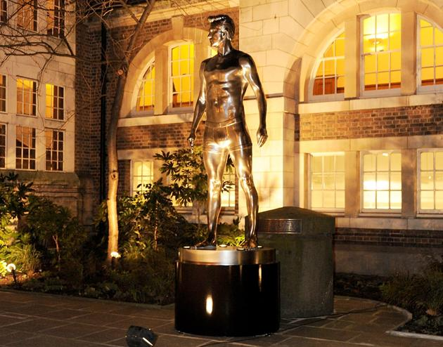 London's collection of outdoor statues just got sexier (dbcollaboration.hm.com)