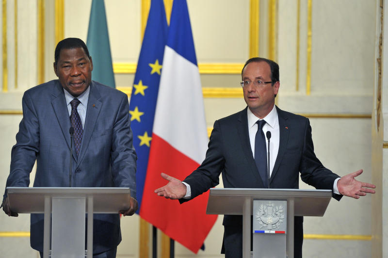 French President Francois Hollande addresses reporters during a joint press conference with Benin and African Union President Thomas Boni Yayi, left, at the Elysee Palace in Paris, Tuesday May 29, 2012. Francois Hollande says Syria's ambassador is being expelled amid continuing violence by Syrian government forces against civilians and opposition members. (AP Photo/Jacques Brinon)