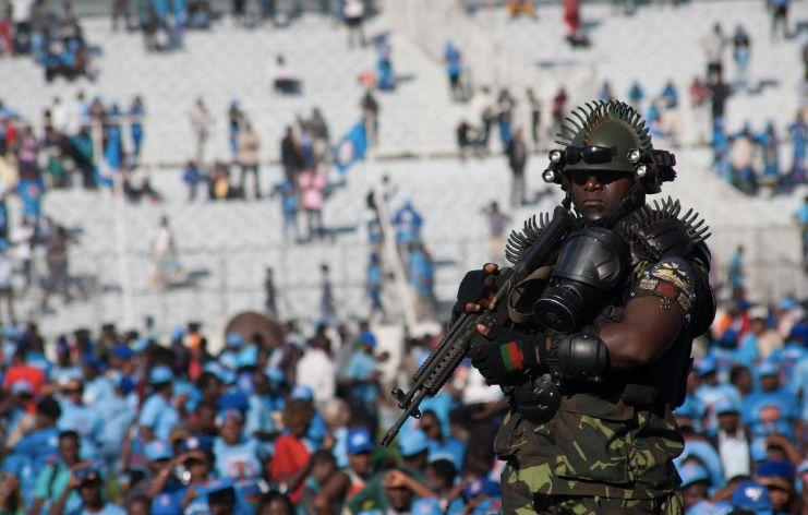 The bodyguard for the president of Malawi has turned head due to his extreme gear. (GETTY)