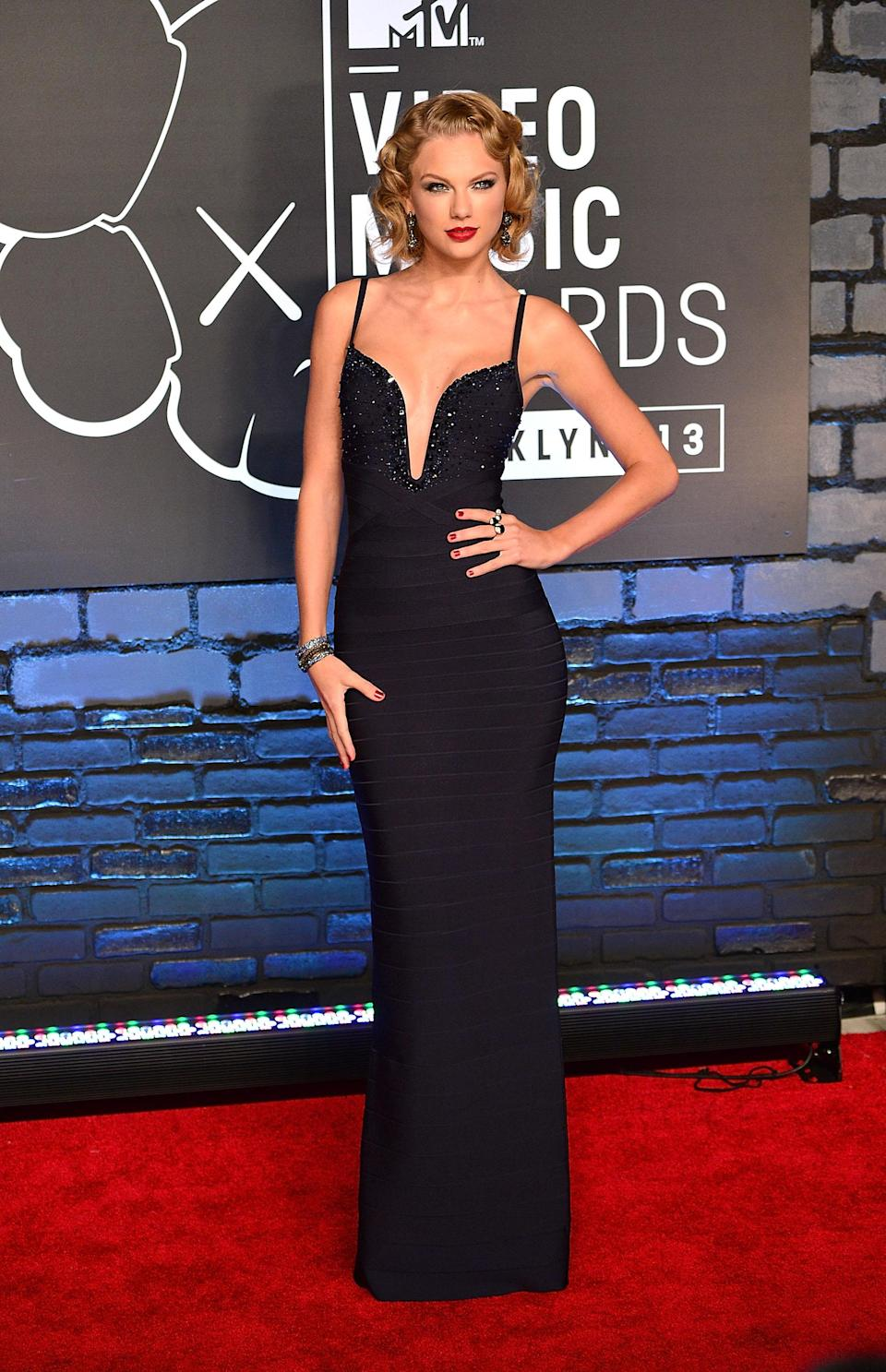 Taylor Swift sizzled with pinup girl hair and a Hervé Léger bandage gown.