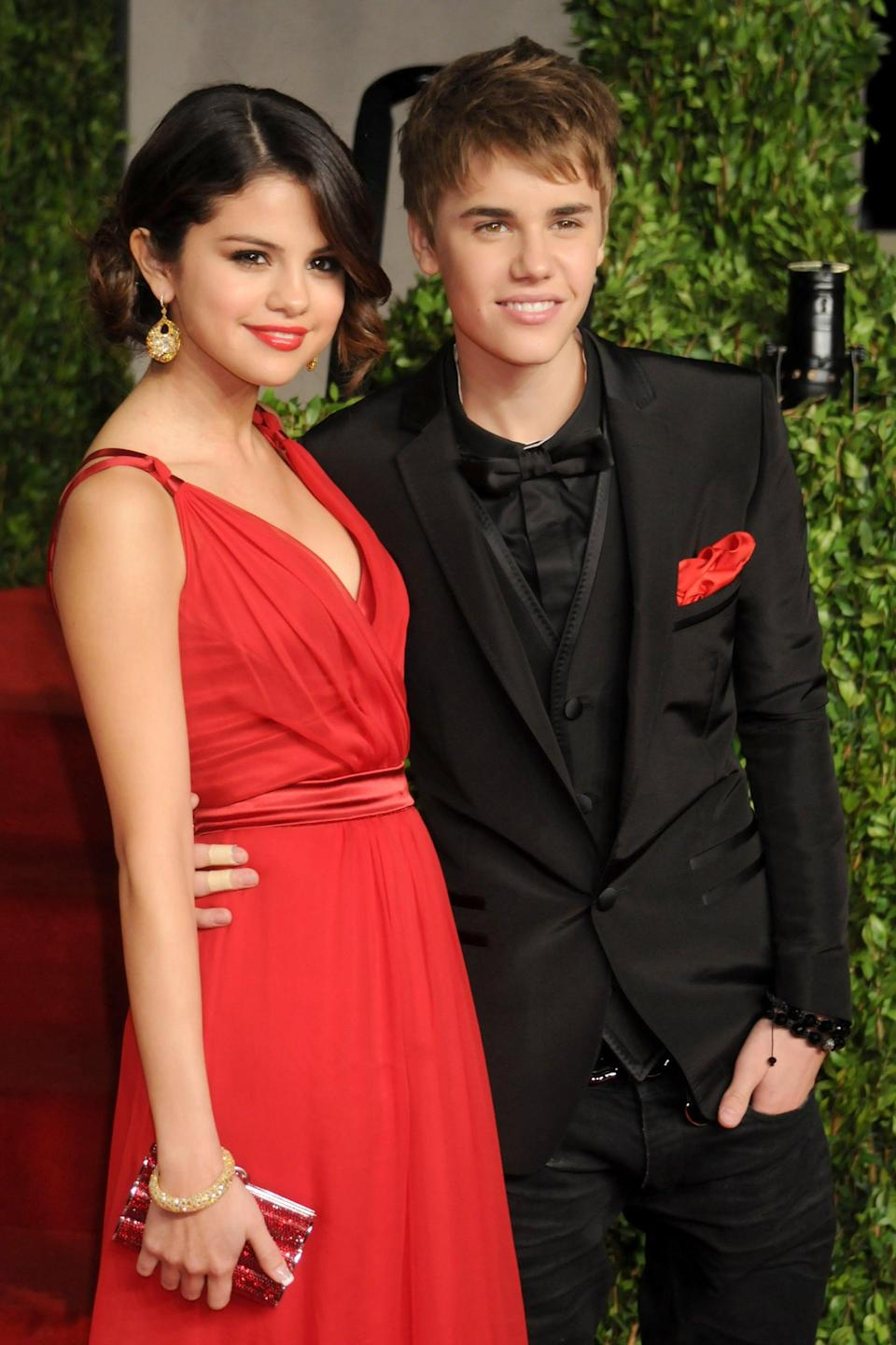 <p>Selena and Justin Bieber had a very adult-looking date night at the <b>Vanity Fair</b> Oscars afterparty in LA.</p>